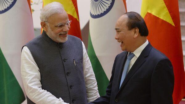 Премьер-министр Вьетнама Нгуен Суан Фук и премьер-министр Индии Нарендра Моди во время визита последнего во Вьетнам - Sputnik Việt Nam