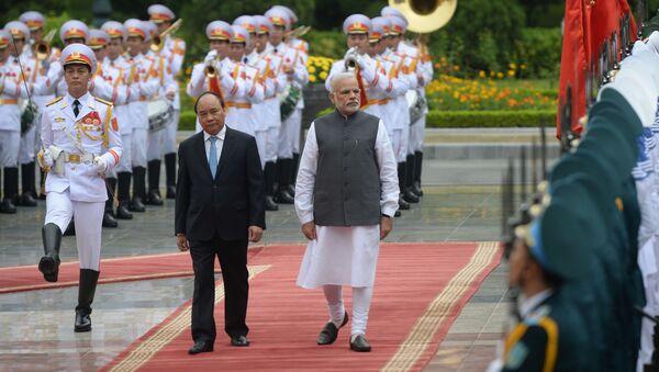 Thủ tướng Việt Nam Nguyễn Xuân Phúc tiếp Thủ tướng Ấn Độ Narendra Modi thăm Việt Nam - Sputnik Việt Nam