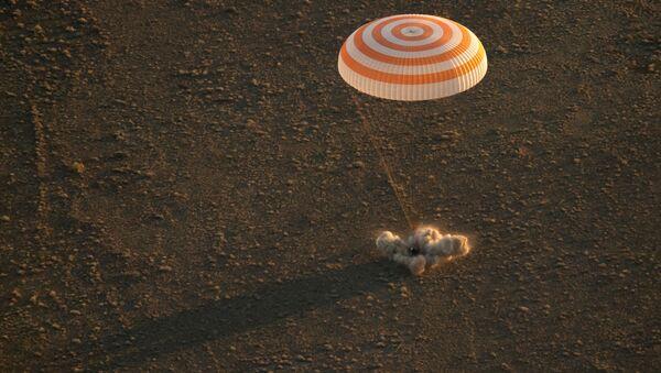 Khoang kín của Soyuz TMA-20M cùng phi hành đoàn đã đáp xuống Kazakhstan - Sputnik Việt Nam
