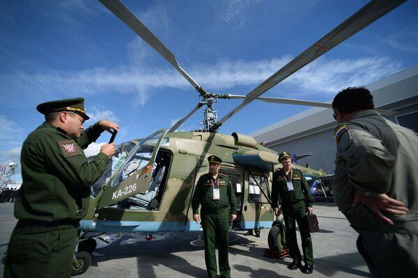 """Máy bay trực thăng hạng nhẹ đa mục tiêu Ka-226T tại Diễn đàn quốc tế về kỹ thuật-quân sự  """"Quân đội-2016"""" - Sputnik Việt Nam"""