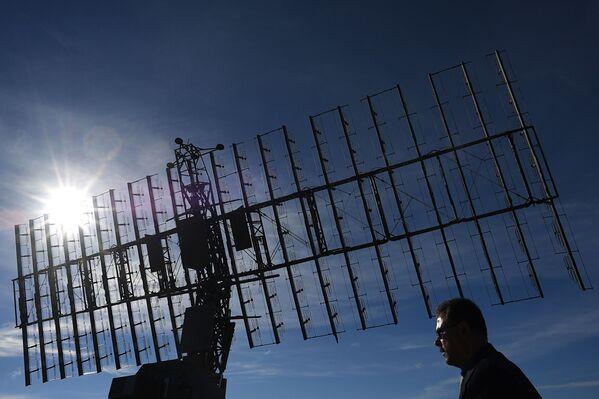 """Dàn radar cơ động tích hợp ba chiều độ cao lớn và tầm trung đa ứng dụng Nebo-M"""" tại Diễn đàn quốc tế về kỹ thuật-quân sự  """"Quân đội-2016"""" - Sputnik Việt Nam"""
