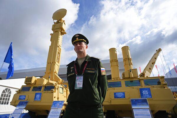 """Hệ thống tên lửa phòng không Antey-2500 trưng bày trong triển lãm tại Diễn đàn quốc tế về kỹ thuật-quân sự  """"Quân đội-2016"""" - Sputnik Việt Nam"""