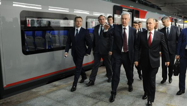 Ông Putin thân chinh đi tàu kiểm tra Vòng tròn trung tâm Matxcơva - Sputnik Việt Nam