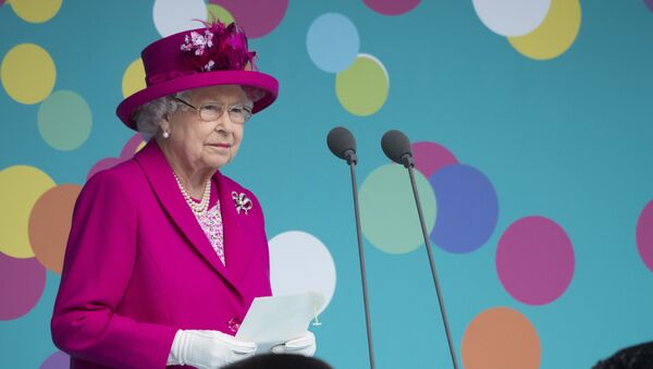 Britain's Queen Elizabeth II makes a speech as she attends the Patron's Lunch on the Mall, an event to mark her official 90th birthday in London on June 12, 2016. - Sputnik Việt Nam