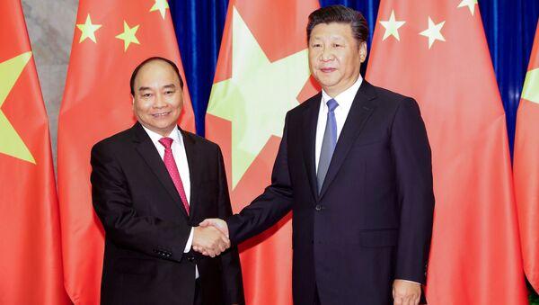 Chủ tịch Tập Cận Bình và Thủ tướng Chính phủ Việt Nam Nguyễn Xuân Phúc  - Sputnik Việt Nam