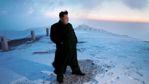 Lãnh tụ Bắc Triều Tiên Kim Jong-un trên đỉnh núi Bạch Đầu - Sputnik Việt Nam