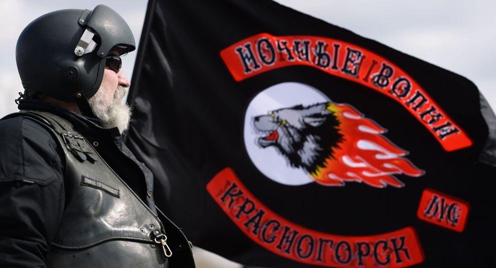 """Thành viên câu lạc bộ mô tô Sói đêm"""" chào mừng kỷ niệm 70 năm Chiến thắng trong Chiến tranh Vệ quốc Vĩ đại"""