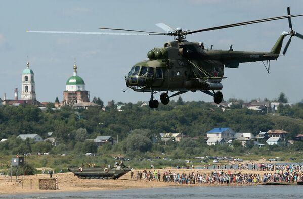 Máy bay trực thăng Mi-8 trong cuộc thi quốc tế của các đơn vị kỹ thuật quân đội Otkrytaya voda-2016 tại Murom - Sputnik Việt Nam