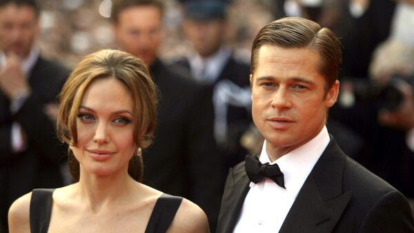 Angelina Jolie và Brad Pitt  - Sputnik Việt Nam