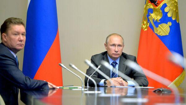 Tổng thống LB Nga Vladimir Putin đã tham dự  lễ khai trương dự án Bắc Cực lớn nhất và đưa mỏ dầu Đông Messoyakhskoye vào sản xuất. - Sputnik Việt Nam