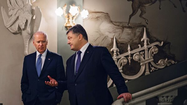 Joe Biden và Petro Poroshenko - Sputnik Việt Nam