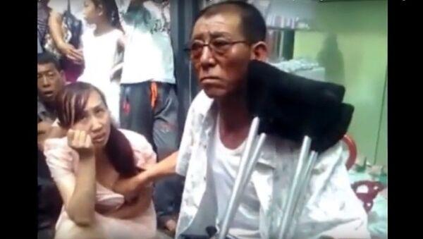 Cụ ông Trung Quốc dự đoán tương lai cho các cô gái bằng cách sờ ngực họ - Sputnik Việt Nam