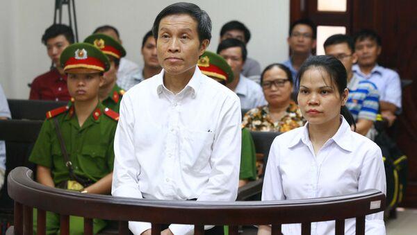 Tòa án phúc thẩm y án đối với blogger Nguyễn Hữu Vinh và đồng sự Nguyễn Thị Minh Thủy (5 năm và 3 năm tù giam) với cáo buộc hoạt động chống chính phủ. - Sputnik Việt Nam