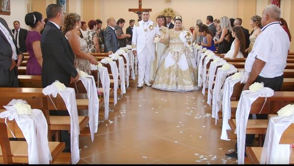 Đám cưới Di-gan với trận mưa vàng và tờ tiền 500 euro - Sputnik Việt Nam