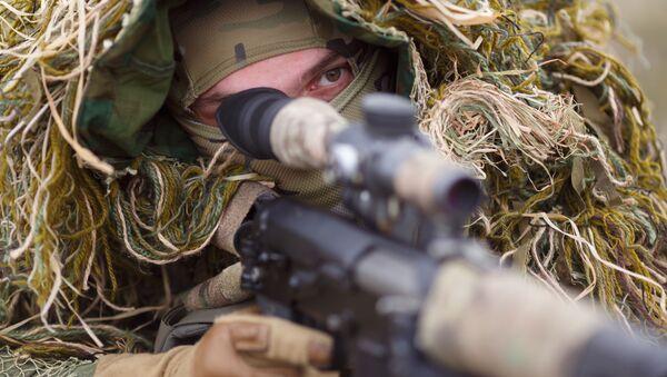 Xạ thủ Nga với súng trường - Sputnik Việt Nam