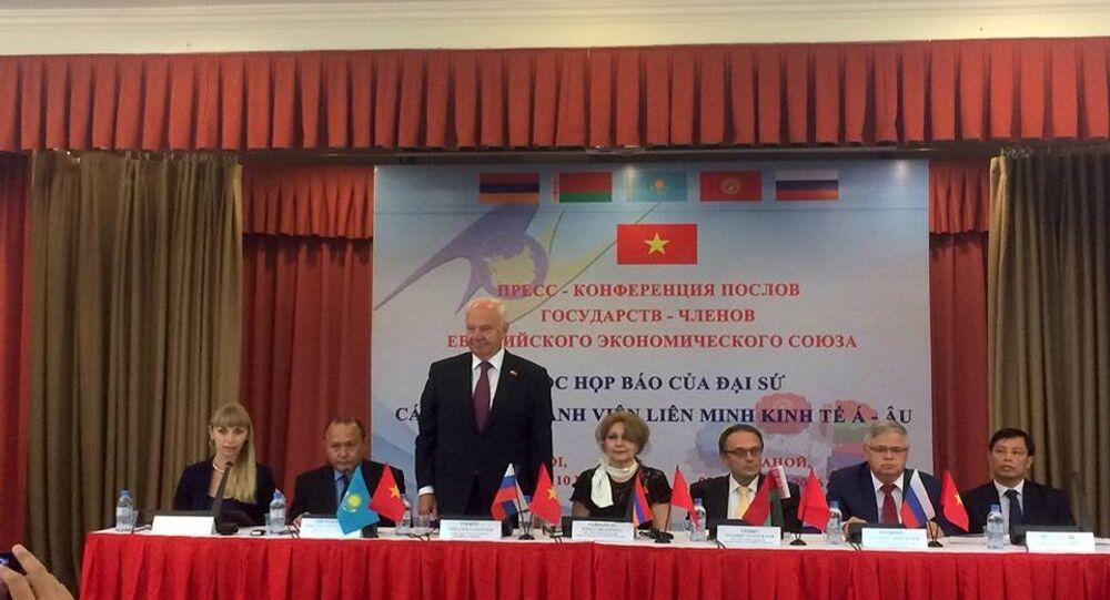 Cuộc họ̣p báo của đại sứ các nước thảnh viên EAEU tại Trung tâm khoa học và văn hóa Nga tại Hà Nội