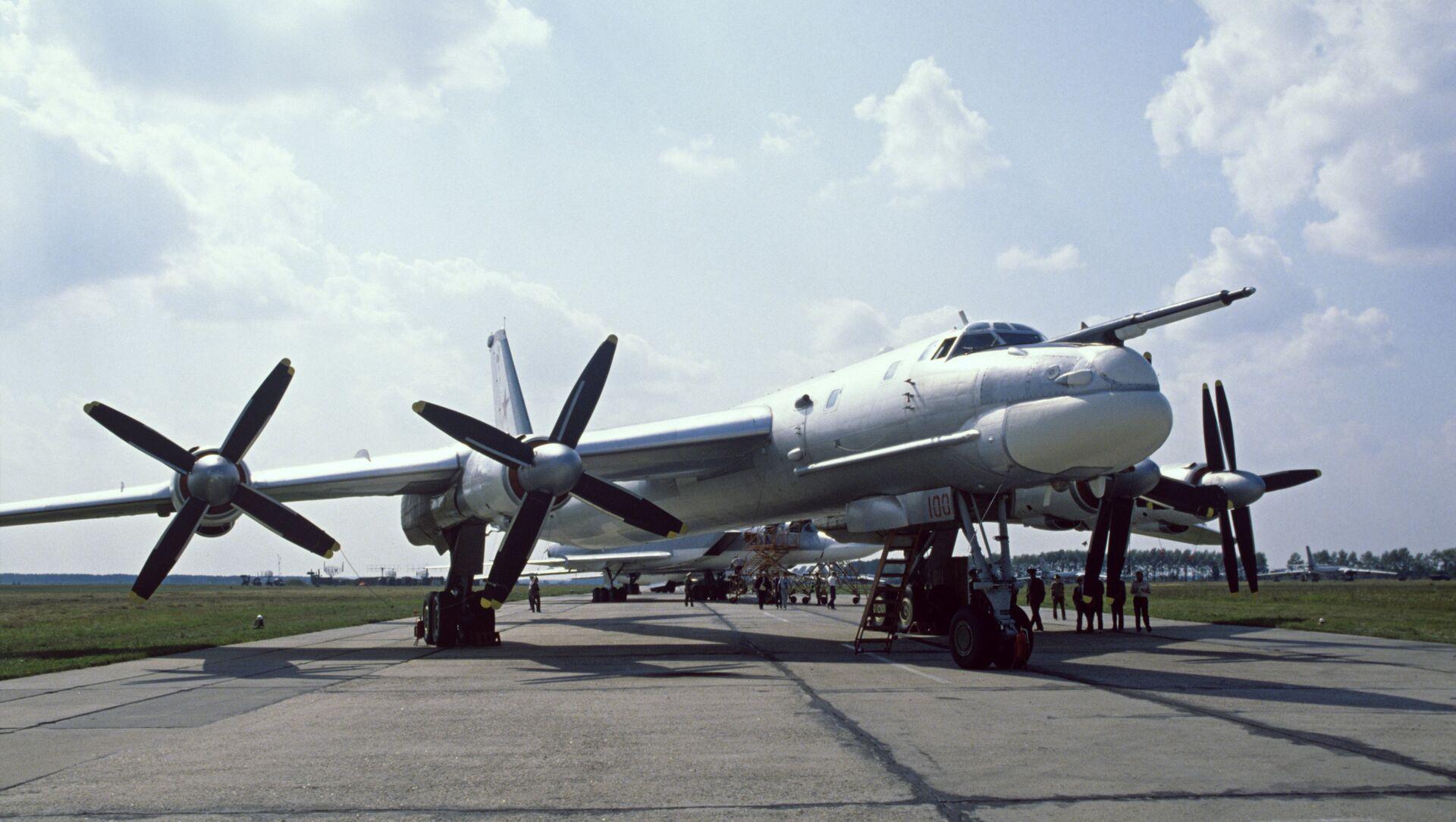 Máy bay ném bom mang tên lửa Tu-95MS của Nga - Sputnik Việt Nam, 1920, 22.03.2021