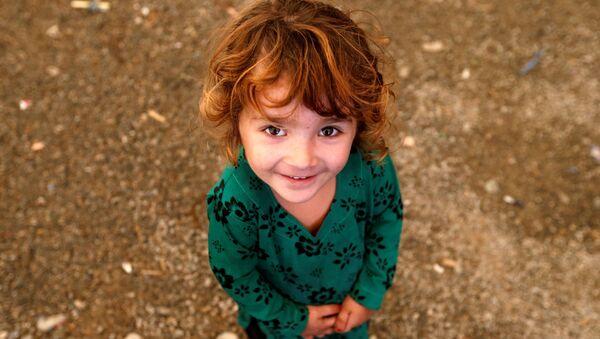 Bé gái Afghanistan tại  trung tâm đăng ký tị nạn ở Kabul - Sputnik Việt Nam