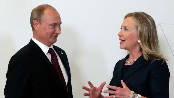 Ứng viên tổng thống đảng Dân chủ Hillary Clinton và Tổng thống Nga Vladimir Putin - Sputnik Việt Nam