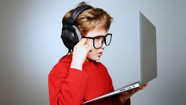 Con trai và máy tính - Sputnik Việt Nam