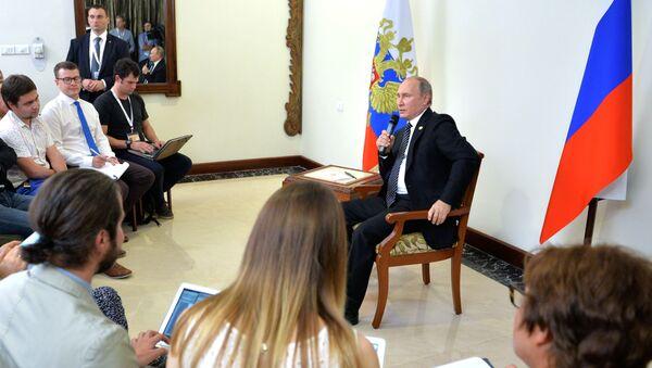 Tổng thống Nga Vladimir Putin tại cuộc họp báo về kết quả hội nghị thượng đỉnh BRICS - Sputnik Việt Nam