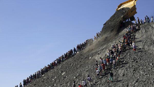 Các thợ mỏ  Myanmar tìm ngọc bích - Sputnik Việt Nam