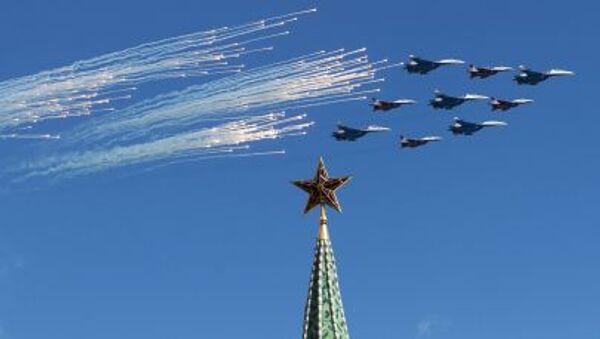 Tiêm kích Su-27 và MiG-29 trong buổi diễn tập chuẩn bị cho duyệt binh kỷ niệm 70 năm Chiến thắng của Chiến tranh Vệ quốc Vĩ đại 1941-1945 - Sputnik Việt Nam