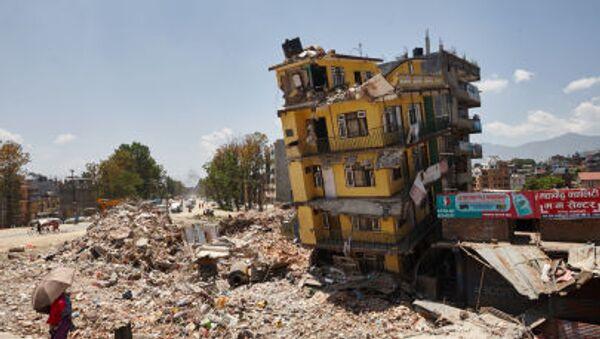 Người dân địa phương trên đường phố Kathmandu sau động đất - Sputnik Việt Nam
