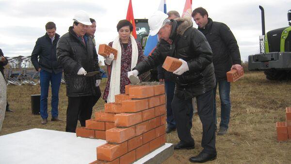 Lễ khởi công xây dựng tổ hợp chăn nuôi bò sữa và chế biến sữa của Tập đoàn TH True Milk tại tỉnh Kaluga - Sputnik Việt Nam