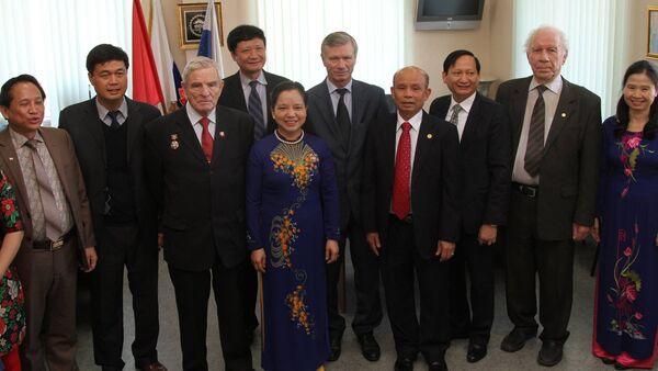Thứ trưởng Bộ Nội vụ, Trưởng ban Thi đua Khen thưởng Trung ương, bà Trần Thị Hà đã đến thăm, làm việc với lãnh đạo ORVD. - Sputnik Việt Nam