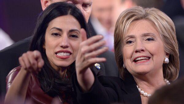 Hillary Clinton và Huma Abedin - Sputnik Việt Nam
