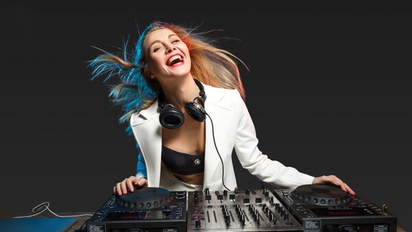Cô gái DJ - Sputnik Việt Nam