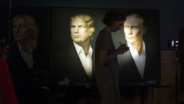 Chân dung tổng thống Mỹ Donald Trump và Tổng thống Nga Vladimir Putin trong quán rượu Jack Union tại Moskva - Sputnik Việt Nam