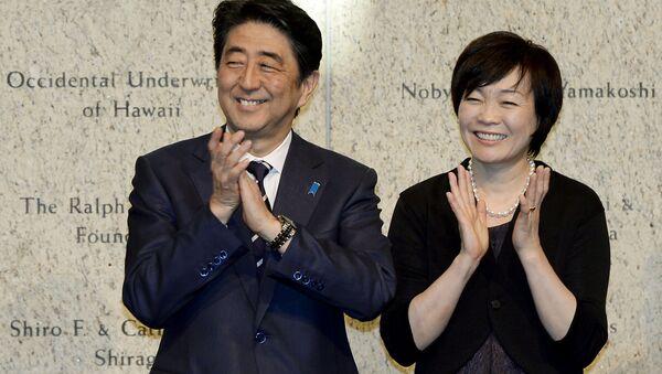 Thủ tướng Nhật Bản Shinzo Abe và vợ Akie - Sputnik Việt Nam