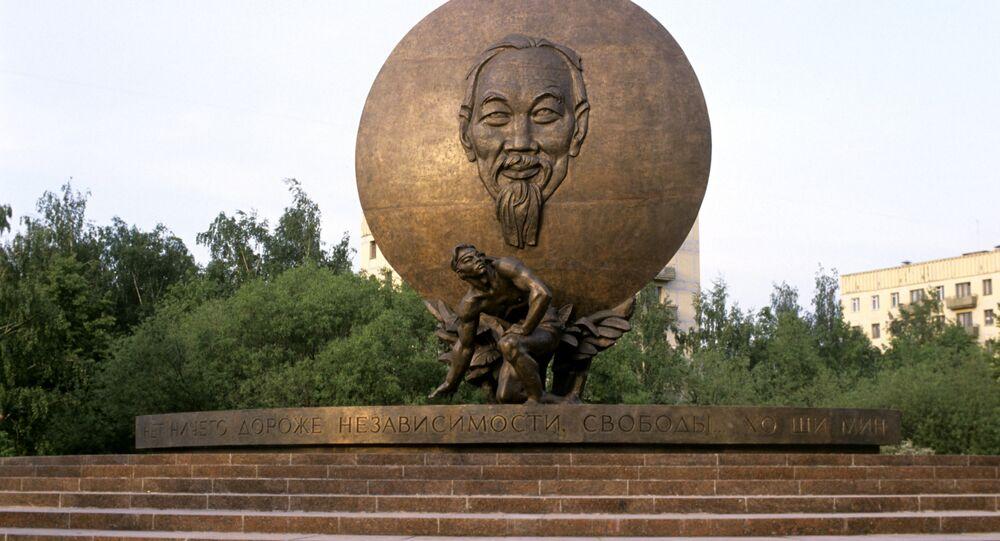 Tượng đài Hồ Chí Minh tại Moskva