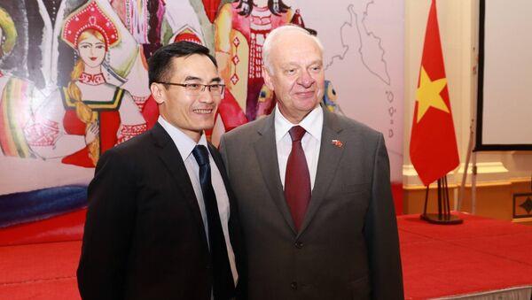 Ngày 16 tháng 11 tại Hà Nội Đại sứ quán Nga tại Việt Nam đã tổ chức buổi chiêu đãi nhân dịp Ngày Thống nhất dân tộc. - Sputnik Việt Nam