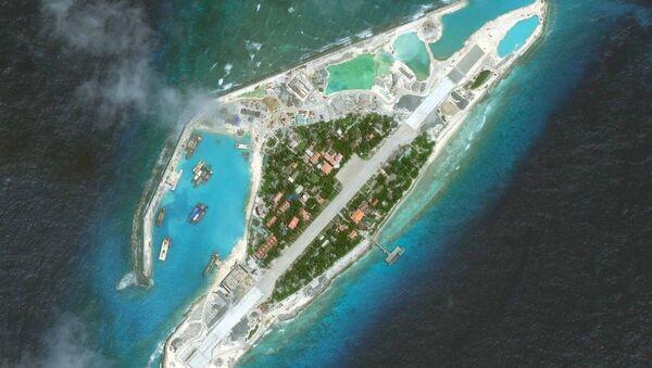 Ảnh chụp từ vệ tinh một hòn đảo trong quần đảo Trường Sa trên Biển Đông - Sputnik Việt Nam