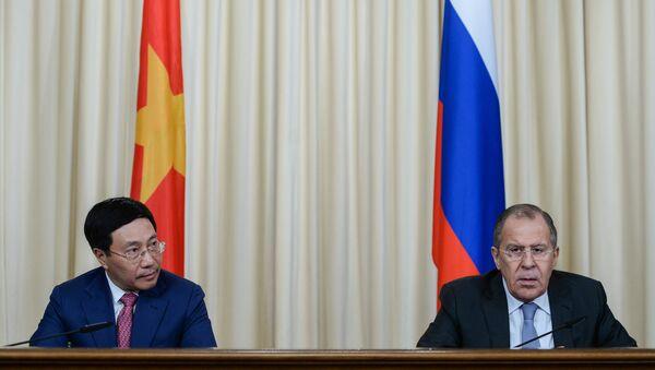 Ông Phạm Bình Minh Phó Thủ tướng kiêm Bộ trưởng Ngoại giao CHXHCN Việt Nam và Bộ trưởng Ngoại giao Nga Sergey Lavrov - Sputnik Việt Nam