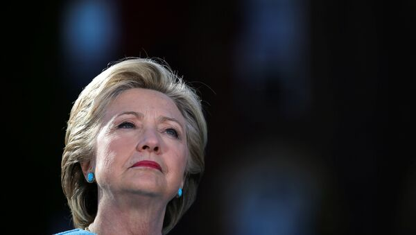 US Democratic presidential nominee Hillary Clinton attends a campaign rally at Alumni Hall Courtyard, Saint Anselm College in Manchester, New Hampshire US, October 24, 2016. - Sputnik Việt Nam
