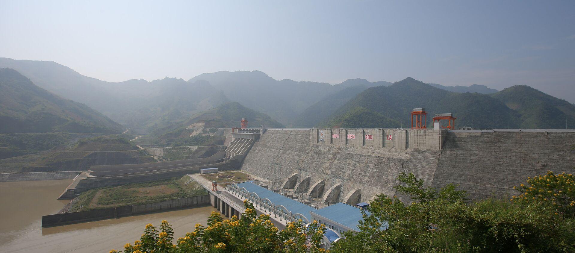 Nhà máy thủy điện Sơn La trên sông Đà - Sputnik Việt Nam, 1920, 28.11.2016