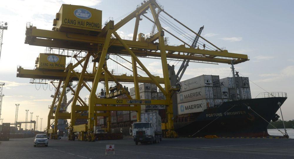 Vận chuyển container tại hải cảng Việt Nam