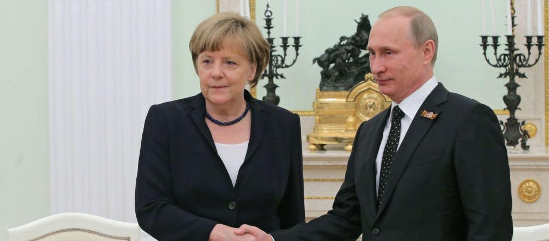 Tổng thống Nga Vladimir Putin và Thủ tướng Đức Angela Merkel - Sputnik Việt Nam, 1920, 15.07.2020