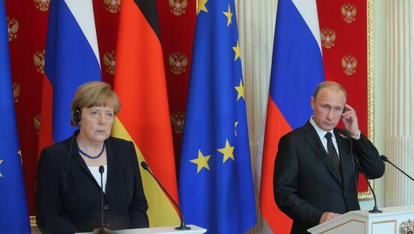 Tổng thống Nga Vladimir Putin và Thủ tướng Đức Angela Merkel - Sputnik Việt Nam