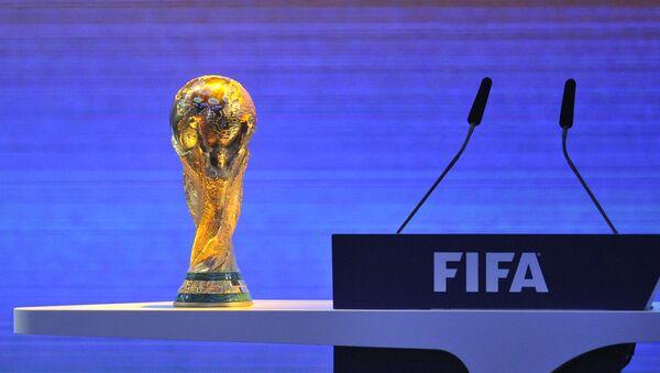 """Cúp vàng của Liên đoàn Bóng đá thế giới ở hội trường Trung tâm Triển lãm """"Messe Zurich"""" - Sputnik Việt Nam"""