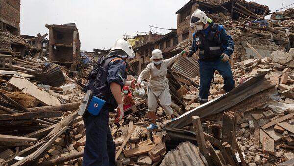 Nhân viên Bộ các tình huống khẩn cấp Nga tham gia hoạt động tìm kiếm-cứu hộ tại Nepal - Sputnik Việt Nam