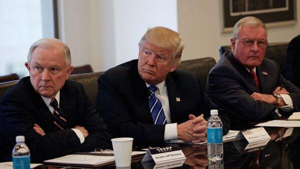 Donald Trump, Jeff Sessions và Keith Kellogg - Sputnik Việt Nam