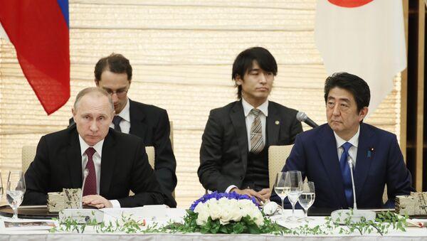 Vladimir Putin và Shinzo Abe - Sputnik Việt Nam