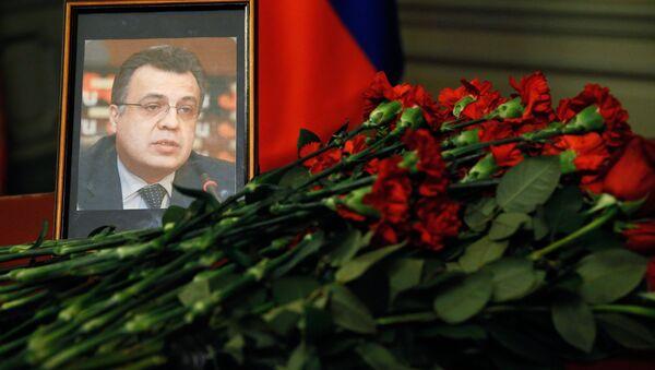 Bộ trưởng Ngoại giao Nga Lavrov và  Ngoại trưởng Thổ Nhĩ Kỳ Cavusoglu đặt hoa tưởng nhớ Đại sứ Nga Andrei Karlov bị sát hại ở Thổ Nhĩ Kỳ - Sputnik Việt Nam
