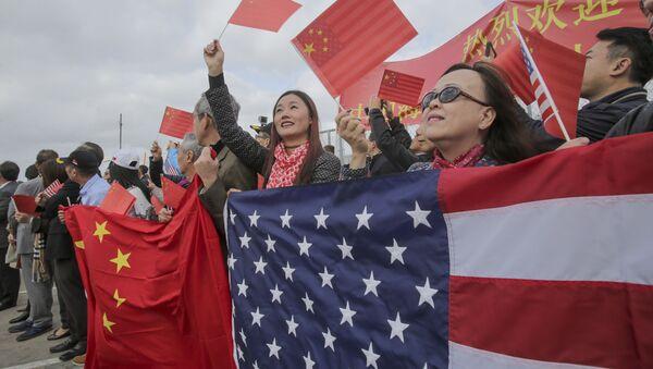 những lá cờ Trung Quốc và Mỹ  - Sputnik Việt Nam