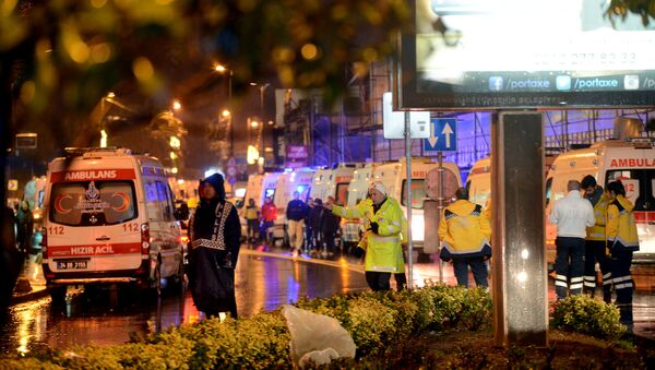 Ambulances line up on a road leading to a nightclub where a gun attack took place during a New Year party in Istanbul, Turkey, January 1, 2017. - Sputnik Việt Nam